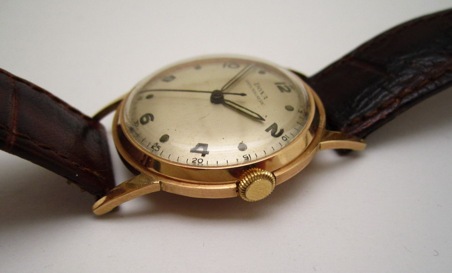 d9fe01519 Zlaté náramkové hodinky DOXA Anti Magnetic ze 40. let 20. století x
